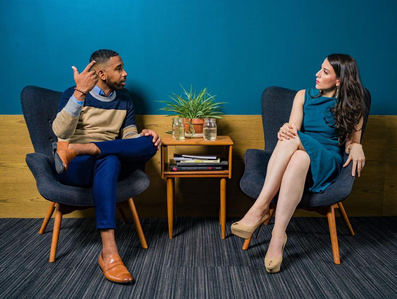 How To Keep A Conversation Going (5 Simple Strategies)