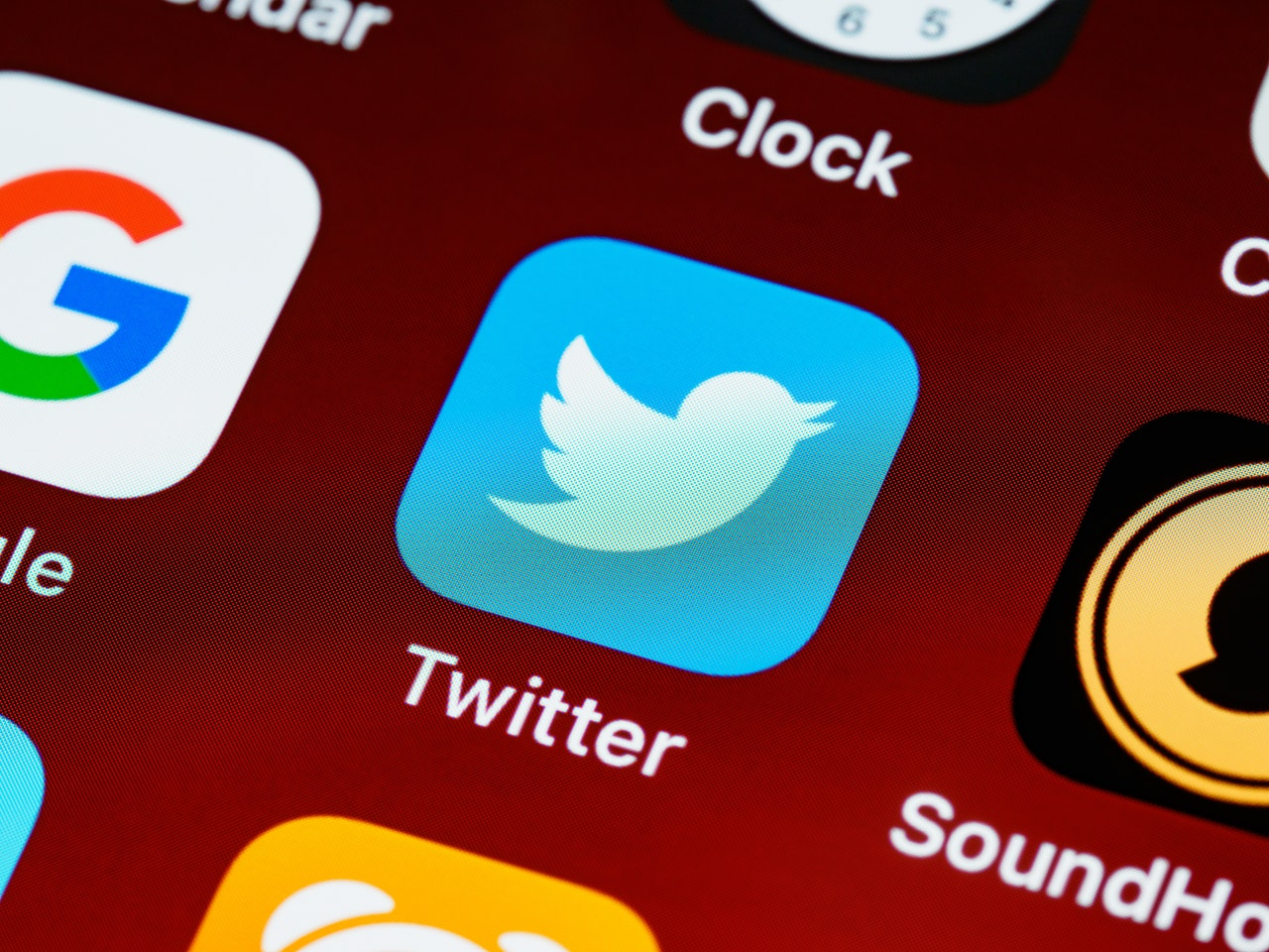 5 Counterproductive Things Writers Should Stop Doing On Twitter